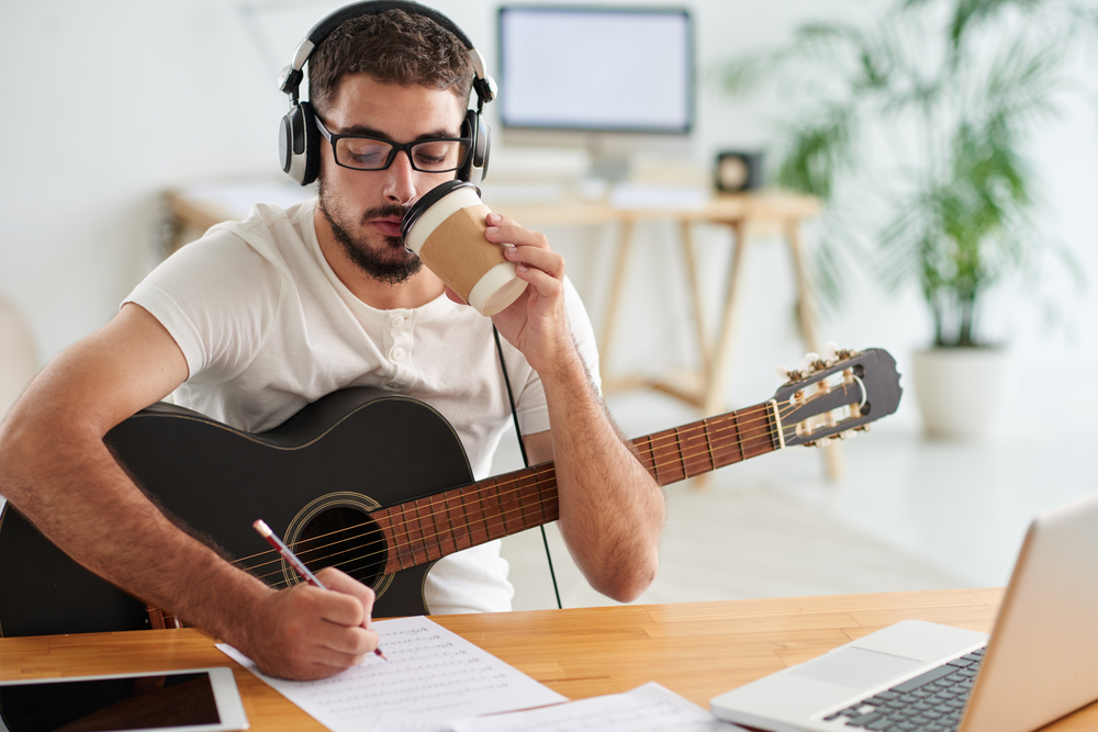 SongwriterLink shutterstock songwriting 101 structure arrangement dynamics featured image